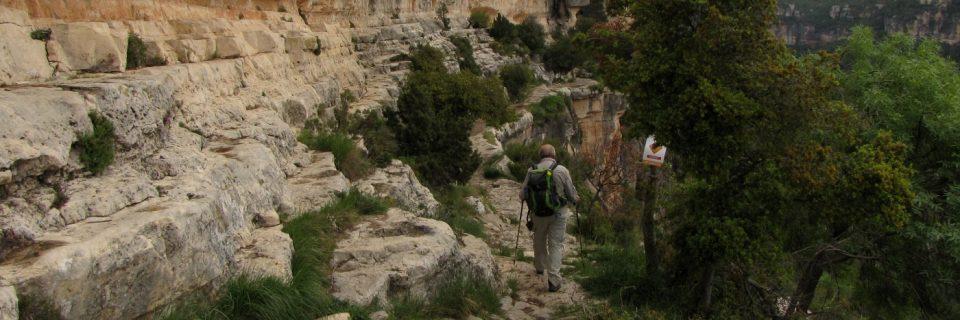 Durch die Felsen bei Siurana